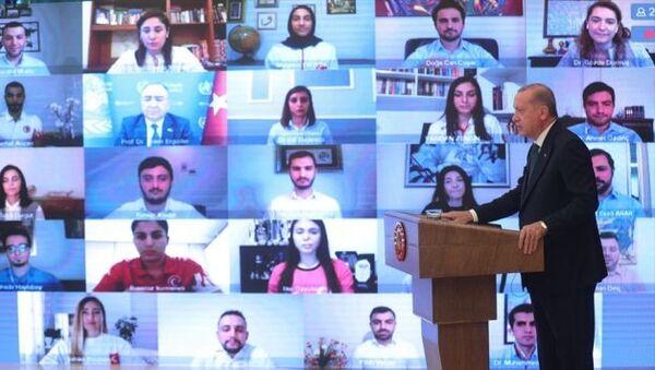 Cumhurbaşkanı Recep Tayyip Erdoğan, gençlerle buluştuğu Dünya Tütüne Hayır Günü programında konuştu.  - Sputnik Türkiye