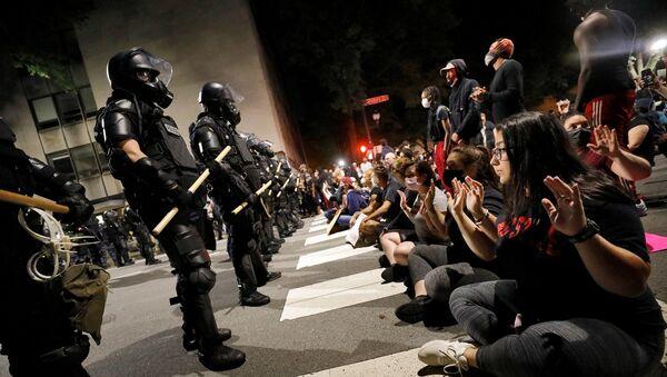 Floyd protestoları - polis - Sputnik Türkiye