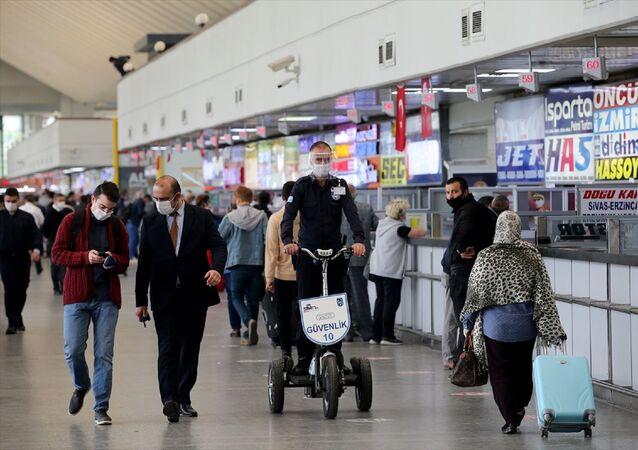 Ankara Şehirler Arası Otobüs Terminali (AŞTİ) - koronavirüs - maske -