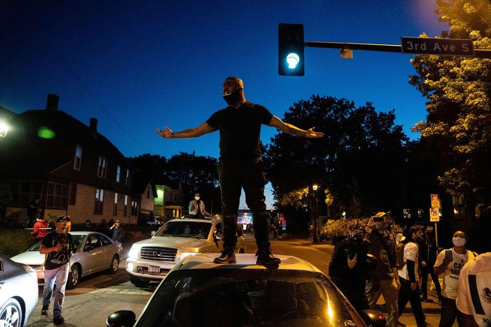 Göstericiler Washington DC, Minneapolis, Philadelphia, Chicago, Los Angeles, ve diğer pek çok şehirde yine sokağa döküldü