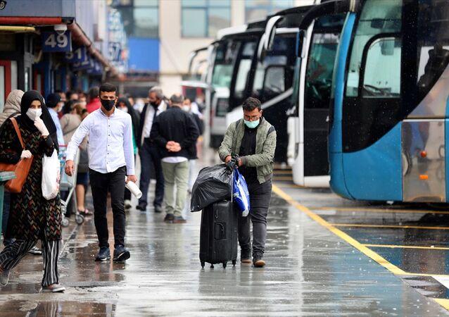 otobüs - bagaj - otogar - maske - koronavirüs - seyahat  - Esenler'deki 15 Temmuz Şehitler Otogarı