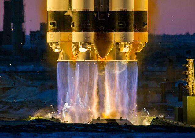 Kazakistan'ın güneybatısındaki Seyhun nehri kıyısında  kurulan Baykonur Uzay Üssü, soğuk savaş yıllarında Sovyet uzay araştırmalarının sembolü oldu. Fotoğrafta: Proton-M taşıyıcı roketinin  Baykonur'dan fırlatılışı
