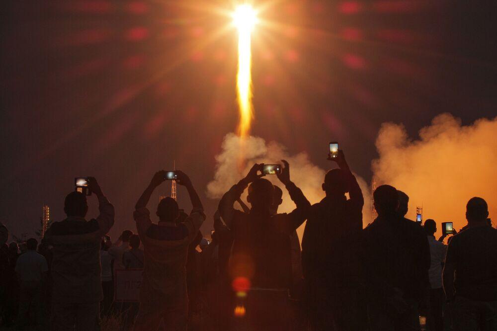Dünyanın nefesini tutarak izlediği uzay yarışı Baykonur'dan yönetildi.  Üs bu güne kadar 1200'den fazla taşıyıcı roket, 1300'den fazla uzay aracı ve 100'den fazla kıtalararası balistik füzenin uzaya gönderilmesiyle ünlü.