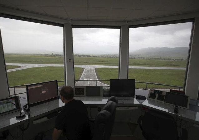 Uçak - kontrol kulesi