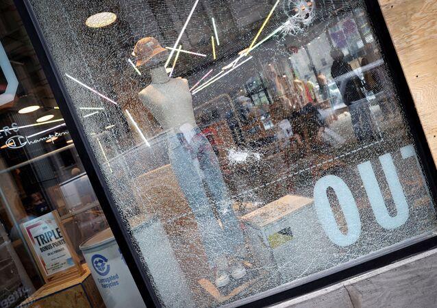 New York'taki George Floyd protestoları sırasında yapılan yağmalamalar