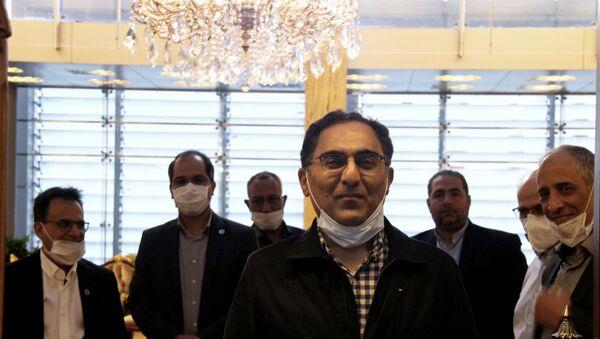 ABD'de gözaltı merkezinde tutulduğu sırada koronavirüse yakalanan İranlı bilim insanı Sirus Asgari ülkesine döndü. - Sputnik Türkiye