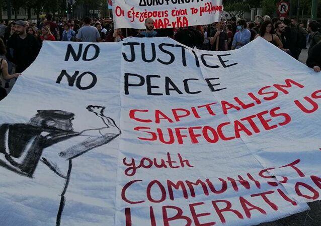 Atina'nın merkezinde ABD'deki protestoculara destek gösterisi