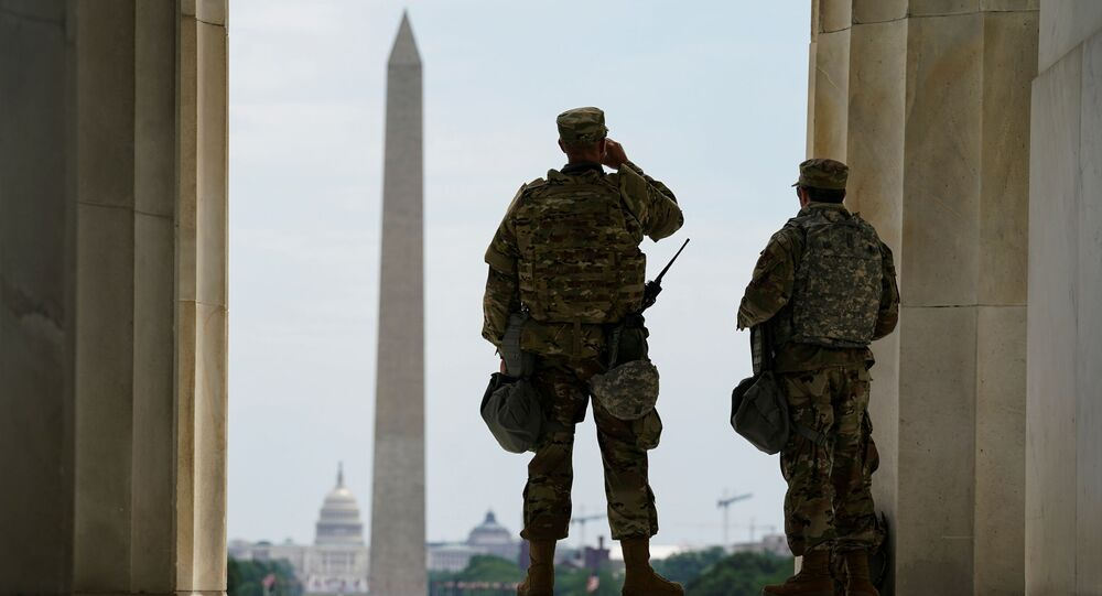 ABD'de George Floyd protestoları ve şiddet olayları üzerine başkent Washington yakınlarındaki üslere konuşlandırılan askerler