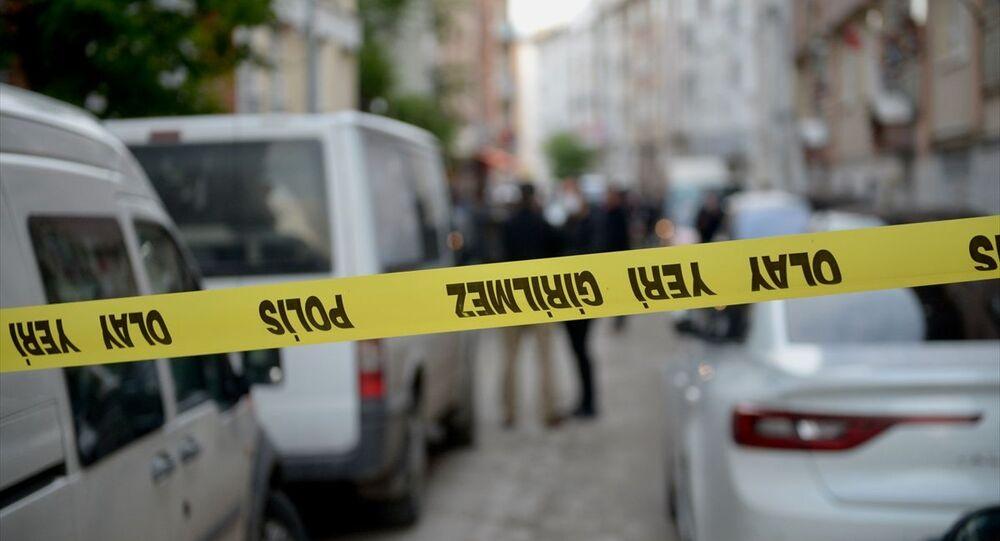 Eskişehir'de, tartıştığı erkek arkadaşını bıçakla öldürdüğü iddia edilen kadın, polisin düzenlediği operasyonda gözaltına alındı. Polis ekipleri olay yerinde inceleme yaptı.