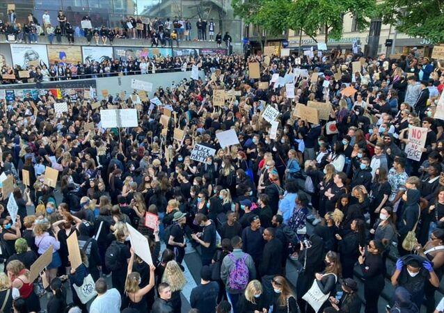 ABD'de siyahi George Floyd'un polisler tarafından öldürülmesi İsveç'in başkenti Stockholm'de protesto edildi