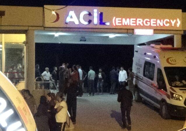 Diyarbakır'ın Çınar ilçesinde arazi anlaşmazlığı yüzünden çıkan silahlı kavgada 3 kişi hayatını kaybetti, 2'si ağır 11 kişi yaralandı.