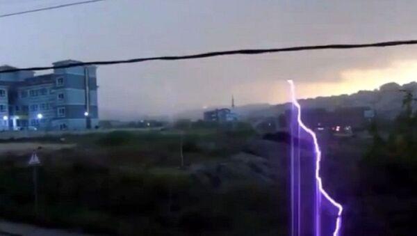 Bursa'da yıldırım düşme anı kaydedildi - Sputnik Türkiye