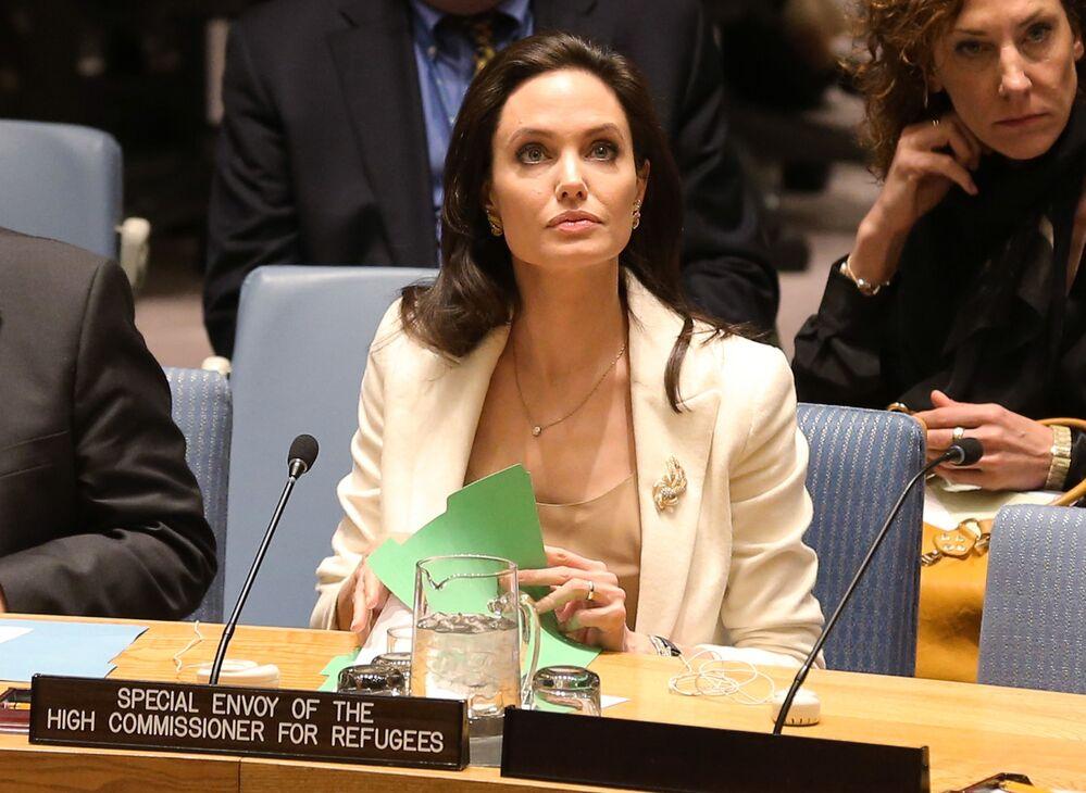 BM Mülteciler Yüksek Komiserliği Özel Temsilcisi Angelina Jolie BM Güvenlik Konseyi toplantısında, 2015