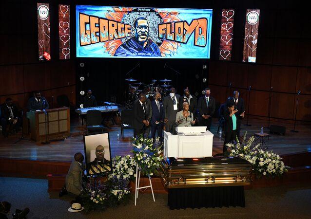 Minnesota'da, polis şiddetiyle öldürülen siyahi Amerikalı George Floyd için ilk cenaze töreni düzenlendi.