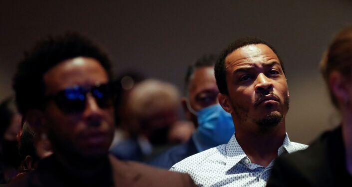 Minnesota'da, polis şiddetiyle öldürülen siyahi Amerikalı George Floyd için düzenlenen ilk cenaze törenine katılan hip-hop sanatçısı T.I.