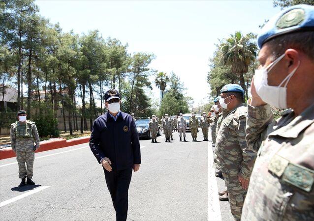 Milli Savunma Bakanı Hulusi Akar ve Türk Silahlı Kuvvetlerinin komuta kademesi, Suriye sınır hattındaki birliklerde inceleme ve denetlemelerde bulundu.
