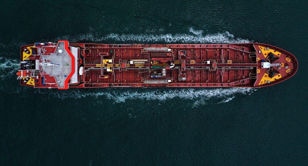 Meksika Körfezi'nden geçen petrol tankeri