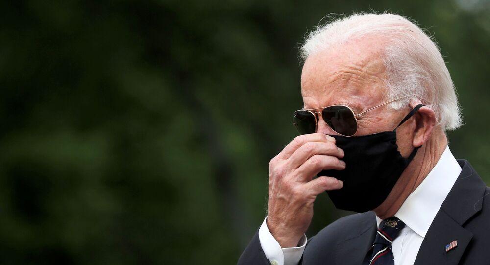 Joe Biden, ABD'de savaşlarda ölenlerin anıldığı Anma Günü'nde anıt ziyaret ederken, 25 Mayıs 2020