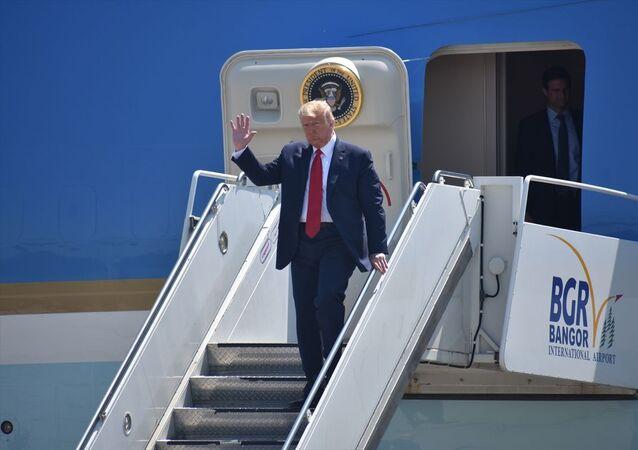 ABD Başkanı Donald Trump, Maine eyaletindeki Puritan Tıbbi Ürün fabrikasını ziyaret etmek üzere, Bangor Uluslararası Havalimanı'na geldi.