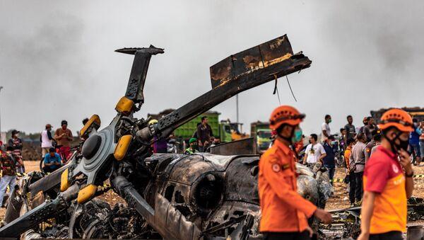 Endonezya'nın Orta Cava eyaletinde askeri helikopter düştü - Sputnik Türkiye