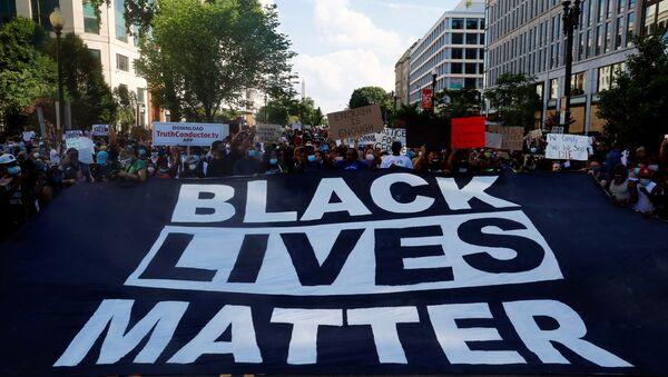 ABD'de polis şiddeti sonucu siyahi Amerikalı George Floyd'un hayatını kaybetmesinin ardından başlayan ve ülke geneline yayılan protestolar - Sputnik Türkiye