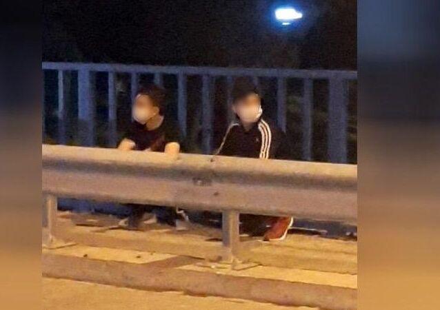 Tekirdağ'da, yaşları 18'den küçük olan iki kişi, Koronavirüs şüphesiyle götürüldükleri hastaneden, pencereden atlayarak kaçtı.