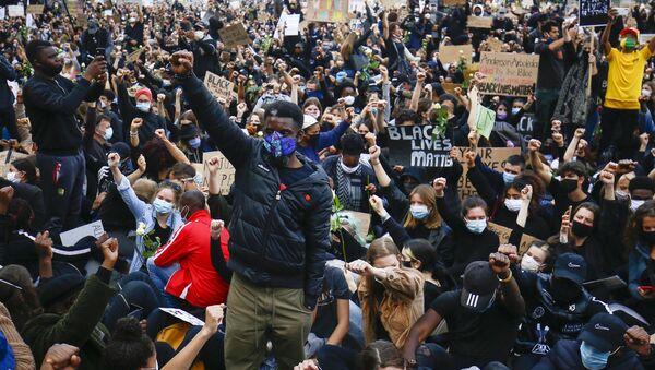 Belçika'da ırkçılık ve polis şiddeti protesto edildi - Sputnik Türkiye