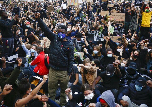 Belçika'da ırkçılık ve polis şiddeti protesto edildi