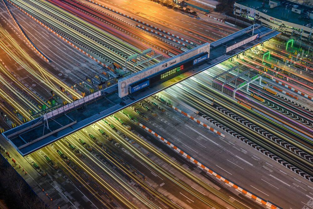 Güney Kore'den fotoğrafçı Youngkeun Sur'un The urban semiconductor  isimli çalışması, IPA 2020  Uluslararası Fotoğraf Yarışması'nın Hareket/Teknoloji kategorisinde birinciliğe layık görüldü