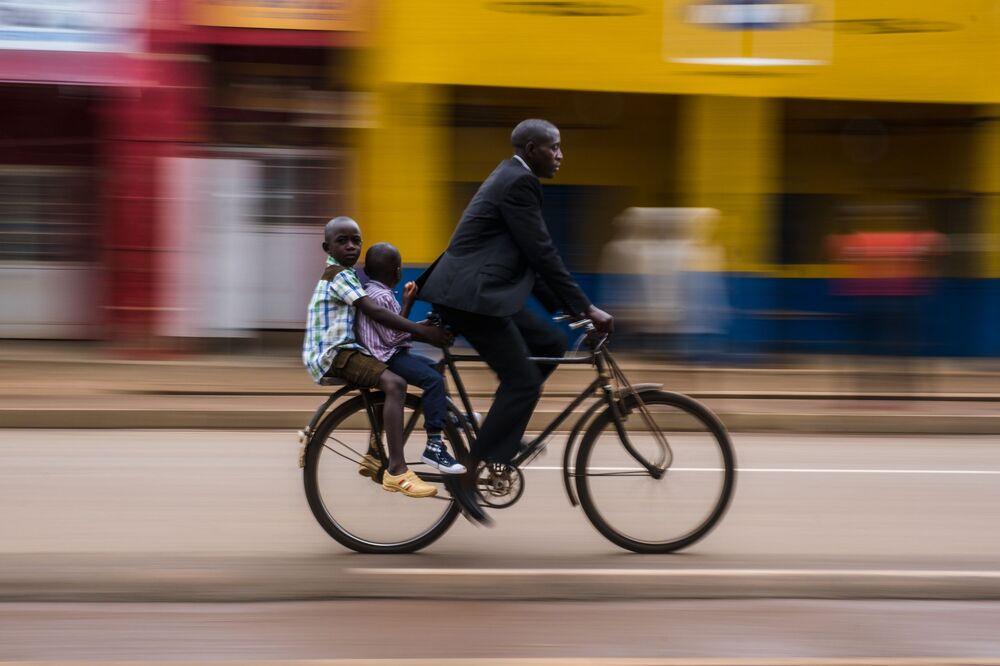 IPA 2020  Uluslararası Fotoğraf Yarışması'nın Hareket/Sokak Fotoğrafçılığı kategorisinde birincilik kazanan fotoğrafçı Benjamin Buckland'ın Afrika ülkesi Ruanda'da çektiği kare