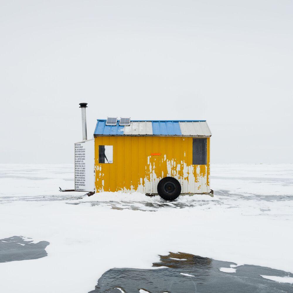 Kanada'lı fotoğrafçı Sandra Herber'in Ice Fishing Hut XV isimli çalışması, yarışmanın Mimari (Profesyonel) kategorisinde birinci seçildi