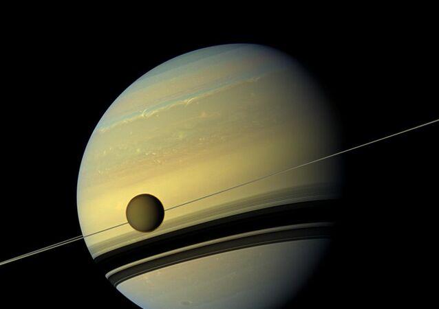 Satürn ve uydusu Titan