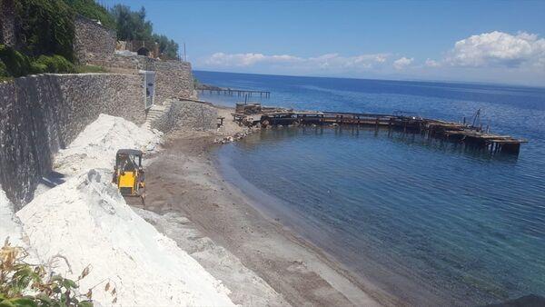 Bodrum'da bazı işletmelerin sahile beyaz kum döktüğü iddiası - Sputnik Türkiye
