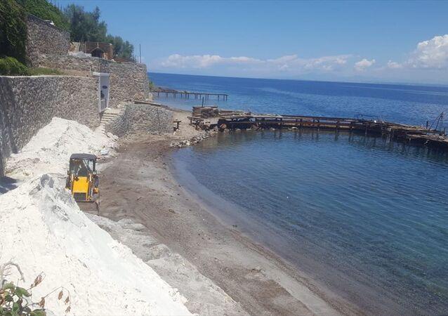 Bodrum'da bazı işletmelerin sahile beyaz kum döktüğü iddiası