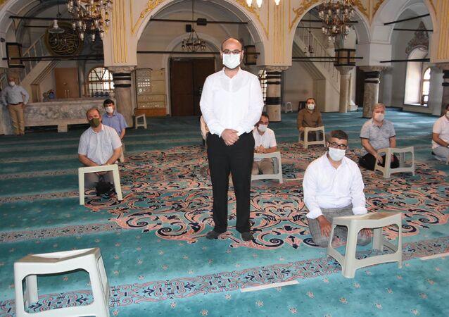 İzmir'de camilerden müzik yayınının ardından ezanı güzel okuma kursları başlatıldı