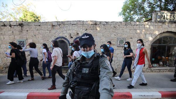 İsrail polisi, Doğu Kudüs'te otizmli İyad Hallak'ın öldürülmesine tepki amacıyla düzenlenen gösteriye müdahale ederek 3 Filistinli kadını gözaltına aldı. - Sputnik Türkiye