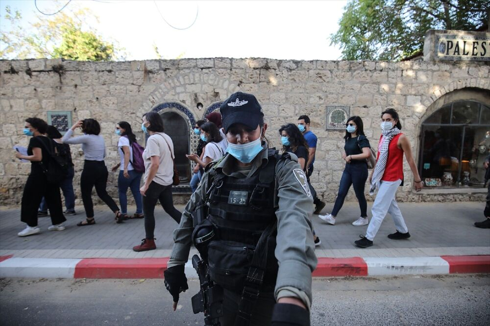 İsrail polisi, Doğu Kudüs'te otizmli İyad Hallak'ın öldürülmesine tepki amacıyla düzenlenen başka bir gösteriye de müdahale ederek 3 Filistinli kadını gözaltına aldı.