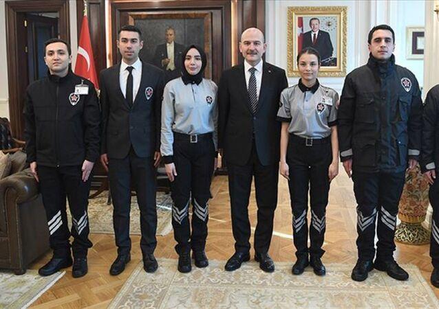 İçişleri Bakanı Süleyman Soylu tarafından imzalanan yönergeyle, kamu kurum ve kuruluşlarındaki özel güvenlik görevlilerinin üniformaları tek tip oldu.