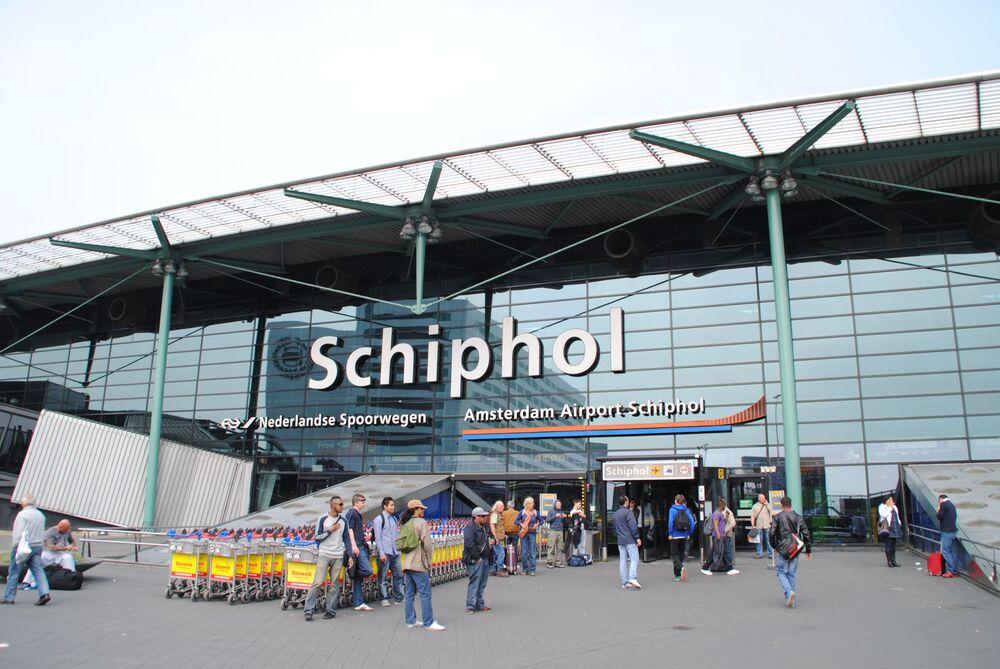 Hollanda'nın başkenti Amsterdam'da bulunan ve dünyanın en yoğun havalimanlarından birisi olan Schiphol Havalimanı