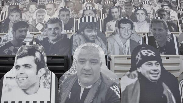 Beşiktaş hayatını kaybeden taraftarlarının karton fotoğraflarını Vodafone Park'a yerleştirdi  - Sputnik Türkiye