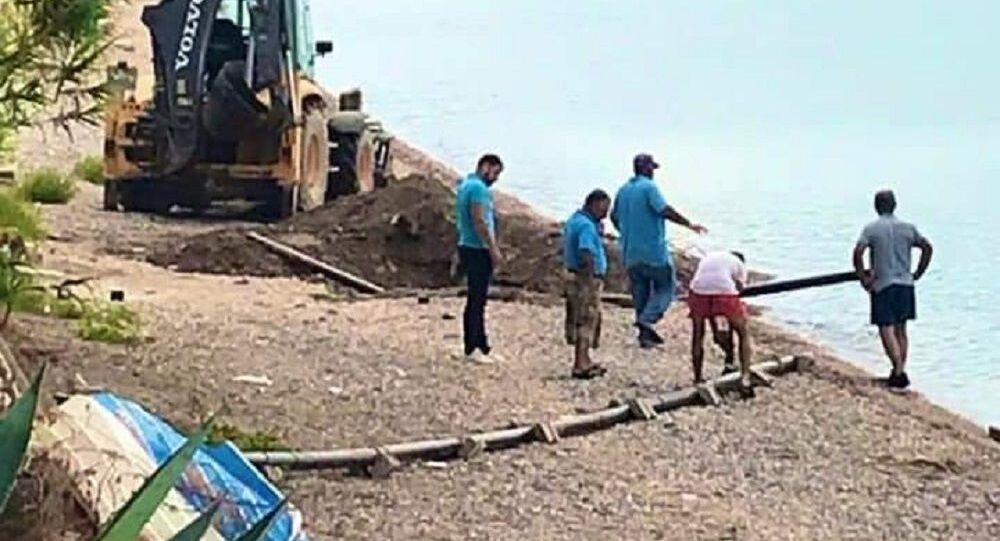 Sezen Aksu'nun villasından denize kaçak döşendiği belirlenen borular söküldü