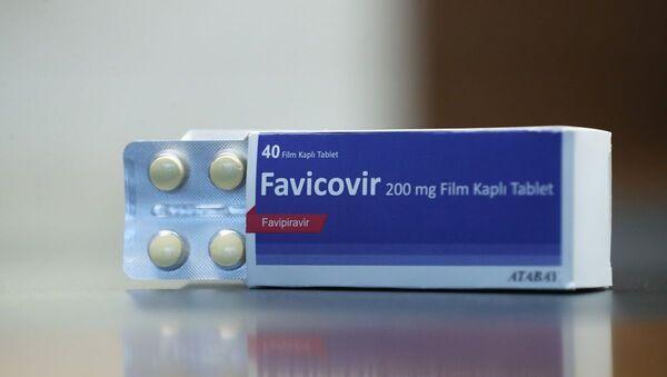 TÜBİTAK Covid-19 Türkiye Platformu çatısı altındaki bilim insanları tarafından geliştirilen Favipiravir isimli ilacın yerli sentezi üretildi. - Sputnik Türkiye