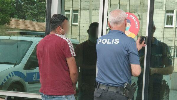 Ambulansta sağlık personelini taciz eden kişi tutuklandı - Samsun - Sputnik Türkiye