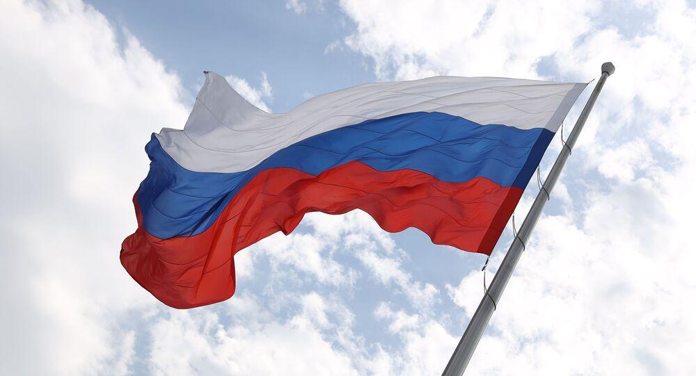 Rusya Günü'nde bayrak çekme töreni - Rusya Bayrağı