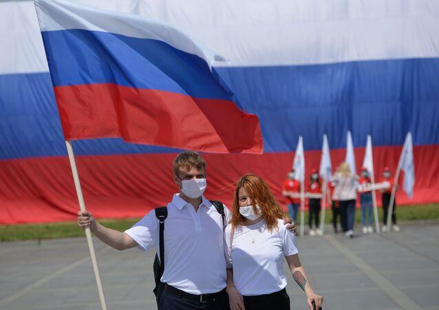 Rusya Günü - Rusya Bayrağı – maske - koronavirüs
