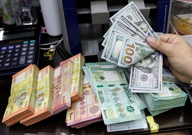 Lübnan yerel para birimi dolar karşısında rekor seviyede değer kaybetti