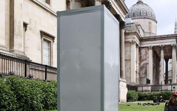 İngiltere'nin başkenti Londra'da ırkçılık karşıtı yeni gösteriler öncesi eski İngiltere Kralı 2. James'in Trafalgar Meydanında bulunan heykeli metal plakalarla çevrilerek korumaya alındı. - Sputnik Türkiye