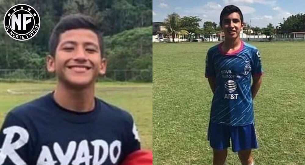 Meksika'nın Oaxaca eyaletine bağlı Acatlan kentinde 9 Haziran tarihinde polis tarafından vurularak öldürülen 16 yaşındaki genç futbolcu Alexander Gomez