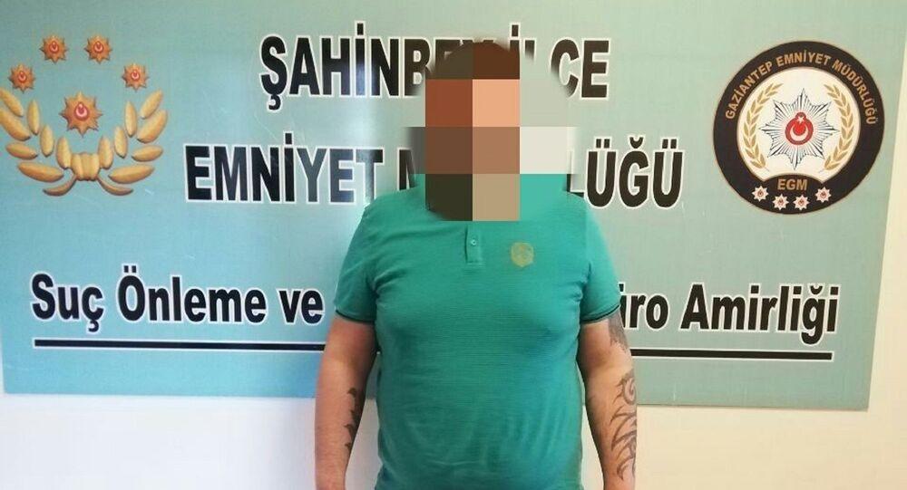 Gaziantep'te yapılan operasyonda, 2 yıl kesinleşmiş hapis cezası bulunan ve 7 ayrı dosyadan aranan şüpheli şahıs yakalandı.