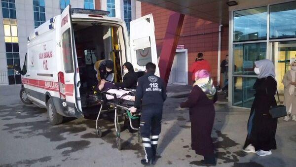 Sivas'ta yedikleri yabani bitkiden yapılmış yemekten zehirlendikleri düşünülen 10 kişi kaldırıldıkları hastanelerde tedavi altına alındı. - Sputnik Türkiye